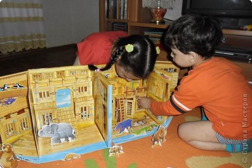"""Вот такую интересную книгу-игрушку приобрела своим детям. """"Чудесная лодка Ноя"""" Им очень понравилось, да и мне признаться, тоже. А ведь что-то подобное можно сделать и своими руками. Может кому из мастериц идея и пригодится.  фото 2"""