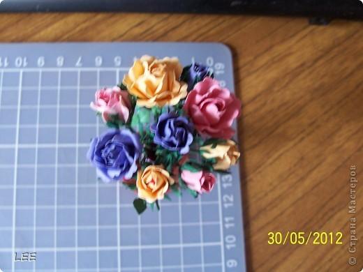 Давно хотела попробовать сама сделать розы. Всё смотрела здесь как делают мастерицы, и вот купив компостер решилась на их производство самостоятельно. Внимательно изучив МК http://asti-n.ya.ru/replies.xml?item_no=550, приступила.  фото 5