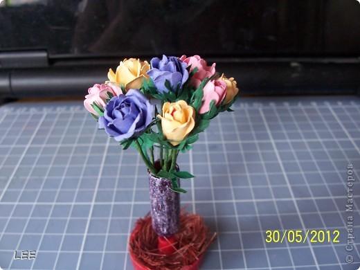 Давно хотела попробовать сама сделать розы. Всё смотрела здесь как делают мастерицы, и вот купив компостер решилась на их производство самостоятельно. Внимательно изучив МК http://asti-n.ya.ru/replies.xml?item_no=550, приступила.  фото 1