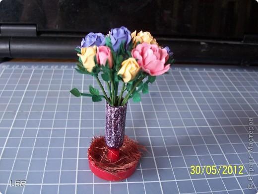 Давно хотела попробовать сама сделать розы. Всё смотрела здесь как делают мастерицы, и вот купив компостер решилась на их производство самостоятельно. Внимательно изучив МК http://asti-n.ya.ru/replies.xml?item_no=550, приступила.  фото 7