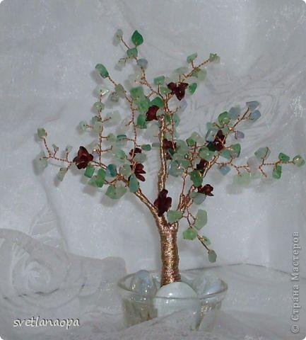 Деревце из лунного камня с бусинками от сглаза. фото 3