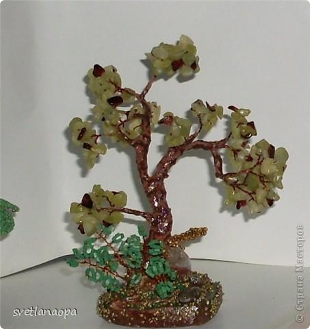 Деревце из лунного камня с бусинками от сглаза. фото 5