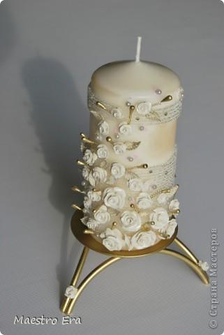 Свадебная свеча домашнего очага и две маленькие свечи для родителей жениха и невесты (ими родители с обеих сторон зажигают большую свечу своих детей). фото 2