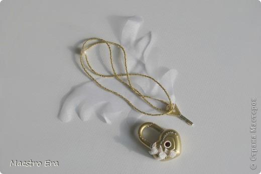 Свадебный замочек и ключик. Крылья к ключику пришлось сделать, чтобы на фотографии с летящим ключом его было видно. фото 2