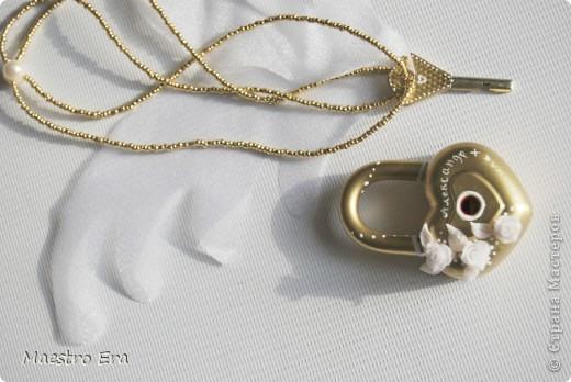 Свадебный замочек и ключик. Крылья к ключику пришлось сделать, чтобы на фотографии с летящим ключом его было видно. фото 1