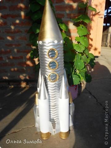 Поделка ракета из бутылок фото