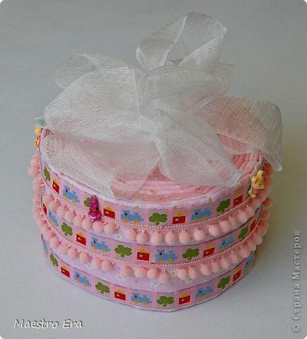 Вот такой тортик был подарен маме и ее маленькой дочке на выписку из роддома.