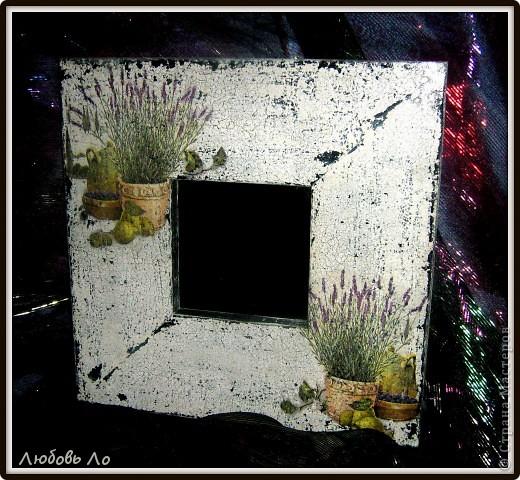 Купила сегодня второе зеркало икеевское (черное) и уделала его под старое обшарпанное с облупившейся краской. Вот так.  фото 4
