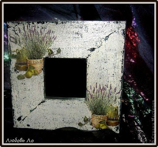 Купила сегодня второе зеркало икеевское (черное) и уделала его под старое обшарпанное с облупившейся краской. Вот так.  фото 2