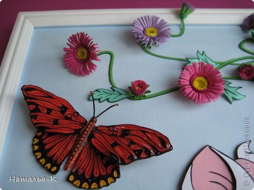 Котёночек Маrie. Чтобы показать какая она маленькая, посадила её позировать в большие цветы и листья. Панно выполнено по заказу моей старшей внучки Алины. Приготовьтесь, фотографий будет много. Рамочка - натянутый холст для художников. Размер 40 х 50 см. Обрамление из потолочных плинтусов (стеропор) фото 6