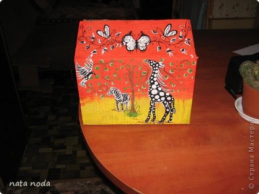 долго думала как мне расписать мое чудо коробочку и вдохновением явилась работа http://stranamasterov.ru/user/68325? спасибо огромное!!!!  рисовала по разному , сначала на бумаге, потом вырезала и делала как трафарет, но потом я решила рисовать сразу карандашом, а потом красками!! ну вроде получилось!! первая сторона фото 9