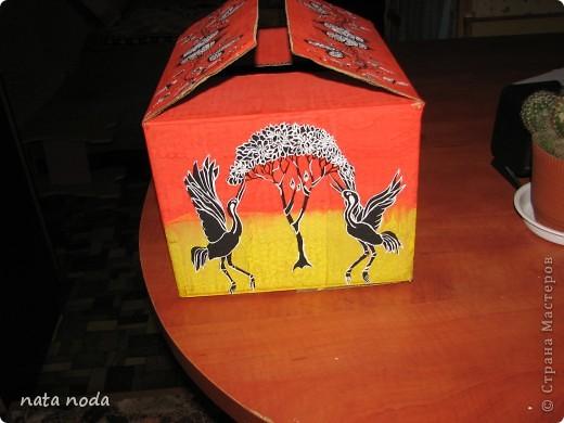 долго думала как мне расписать мое чудо коробочку и вдохновением явилась работа http://stranamasterov.ru/user/68325? спасибо огромное!!!!  рисовала по разному , сначала на бумаге, потом вырезала и делала как трафарет, но потом я решила рисовать сразу карандашом, а потом красками!! ну вроде получилось!! первая сторона фото 10