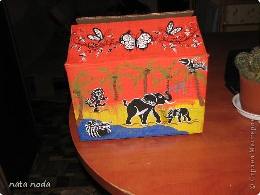 долго думала как мне расписать мое чудо коробочку и вдохновением явилась работа http://stranamasterov.ru/user/68325? спасибо огромное!!!!  рисовала по разному , сначала на бумаге, потом вырезала и делала как трафарет, но потом я решила рисовать сразу карандашом, а потом красками!! ну вроде получилось!! первая сторона фото 11
