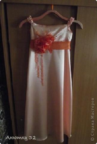 Вот и закончились беззаботные деньки, скоро школа, 1 класс. К выпускному сшила дочке вот такое платье. Швея из меня конечно, не очень, но ребенку понравилась моя работа. фото 1