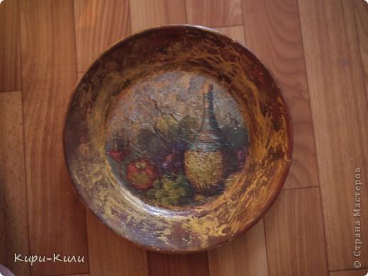 Краска-акрил, клей, салфетка, кракелюр и конечно же тарелка=)за несколько копеек)