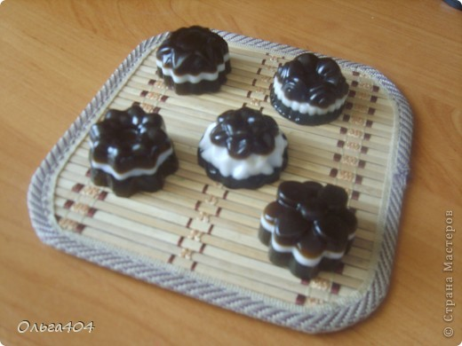 Мыльные конфетки. Мыльная основа Англия, масло виноградных косточек, витамин А, отдушка шоколадный кекс фото 1