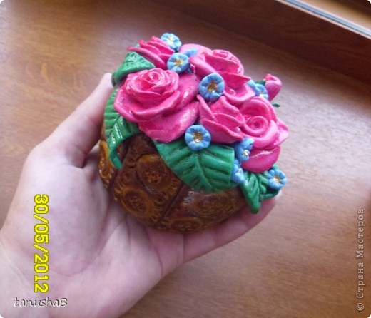Вот такой  получился у меня горшочек с розочками для любимой мамочки. Передать цвет с помощью фотоаппарата так и не удалось, сколько я не пыталась. На самом деле они красивее ...))) фото 8