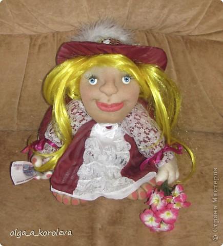 """Это кукла-попик. В студенческие времена пели такую песенку: """"Придите на цветы взглянуть - всего одна минута, приколет вам цветок на грудь цветочница Анюта. фото 1"""