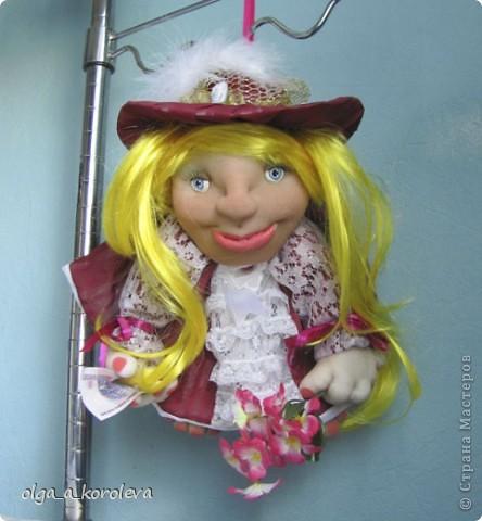 """Это кукла-попик. В студенческие времена пели такую песенку: """"Придите на цветы взглянуть - всего одна минута, приколет вам цветок на грудь цветочница Анюта. фото 2"""