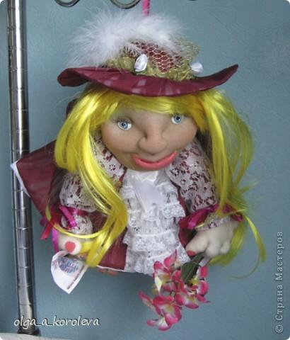 """Это кукла-попик. В студенческие времена пели такую песенку: """"Придите на цветы взглянуть - всего одна минута, приколет вам цветок на грудь цветочница Анюта. фото 3"""