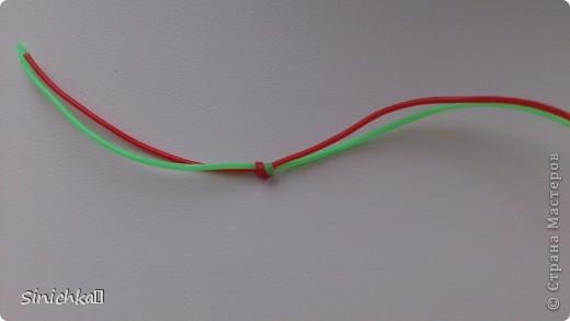"""Эта фенечка называется """"Петелька в Петельку"""". Делается она очень-очень легко. фото 3"""