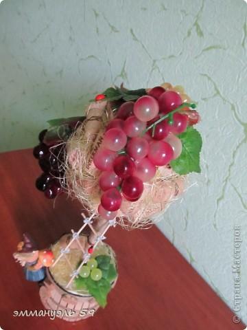 Представляю вам дорогие мастерицы свои виноградно-пробковые топиарии. Оба сделаны на заказ. Первое останется в моем родном городе, а другое уедит в Израиль к подруге. Ей очень понравилось самое первое которое я делала и вот захотела точно такое, ну я немножко изменила. И получились мои тройняшки. фото 5