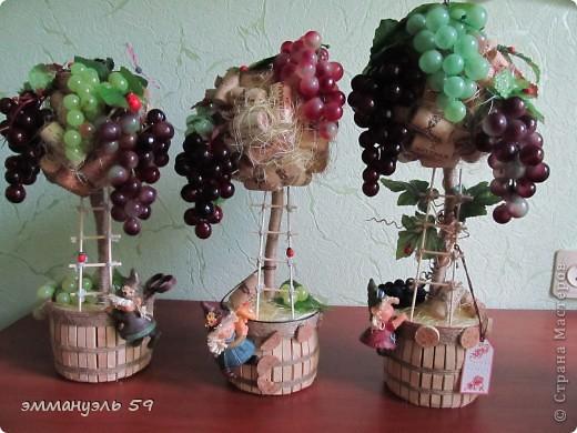 Представляю вам дорогие мастерицы свои виноградно-пробковые топиарии. Оба сделаны на заказ. Первое останется в моем родном городе, а другое уедит в Израиль к подруге. Ей очень понравилось самое первое которое я делала и вот захотела точно такое, ну я немножко изменила. И получились мои тройняшки. фото 8