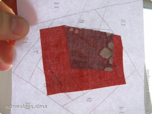 Этот способ шитья ОЧЕНЬ облегчает создание узоров любой сложности в технике лоскутного шитья, острые углы, мелкие мотивы, и пр. Шьем на бумажной основе, можно использовать любую бумагу, я простую офисную использую. фото 5