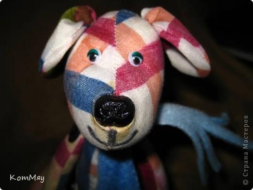 Собачонка, сшитая из хлопка по тильдовской выкройке. Простая собачка. Без затей.  фото 7