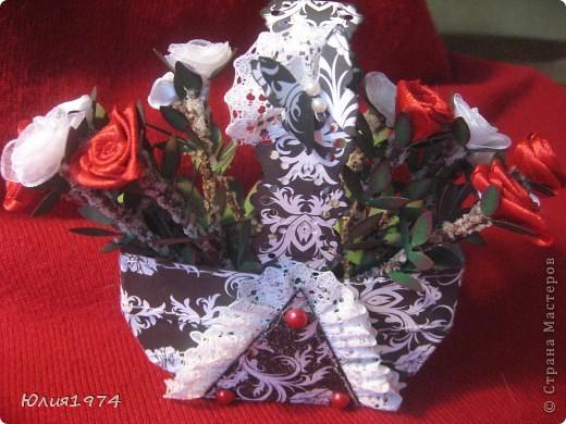 Мини розы в корзине (высота розы 9 см). В этом сочетании цветов они смотрятся совершенно по другому, чем первая корзиночка.  фото 1