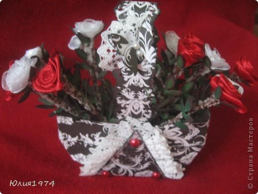 Мини розы в корзине (высота розы 9 см). В этом сочетании цветов они смотрятся совершенно по другому, чем первая корзиночка.  фото 2
