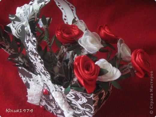 Мини розы в корзине (высота розы 9 см). В этом сочетании цветов они смотрятся совершенно по другому, чем первая корзиночка.  фото 3