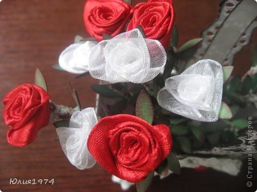 Мини розы в корзине (высота розы 9 см). В этом сочетании цветов они смотрятся совершенно по другому, чем первая корзиночка.  фото 6