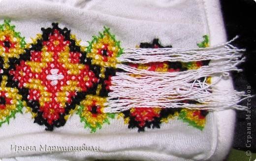 Это уже законченная вышивка на плечах (получилось похоже на пагоны )я вытащила гл фото 12