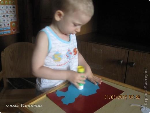 """У мужа на работе объявили конкурс детских поделок на тему """"4 июня - День Государственной символики Казахстана"""", мы решили сделать вот такую аппликацию. Я сделала все детали для аппликации а сынок их приклеивал. Фон сделали из 3 листов картона А4, с обороной стороны приклеили очень плотный картон от старой коробки. Сверху приклеили ленточку, что бы можно было повесить. фото 5"""