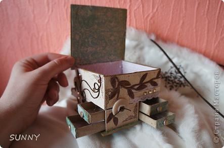 """Хотелось использовать накопившиеся коробки и создать """"домик"""" для хранения очень нужных мелочей: бусинок, пайеток,страз, пуговок. Результат на снимках ниже. Это общий вид фото 2"""