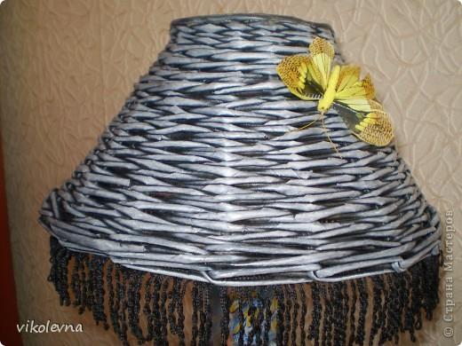 """всем привет.вот сделала плетенки для дачи.корзинка из рекламок магазина """"пятерочка"""".на дне декупаж салфеткой. фото 8"""