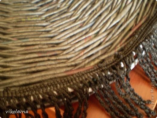 """всем привет.вот сделала плетенки для дачи.корзинка из рекламок магазина """"пятерочка"""".на дне декупаж салфеткой. фото 11"""