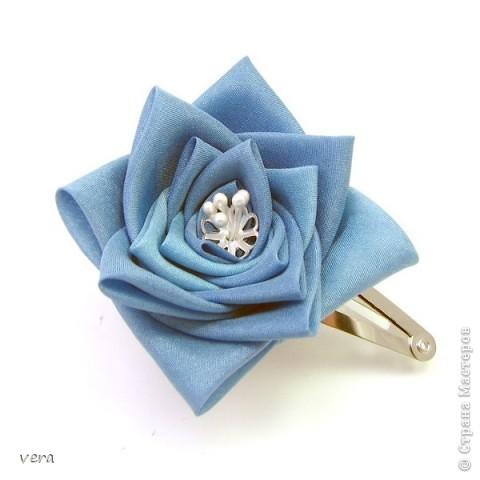 Уважаемые, мастерицы, может кто делал такой цветок? Нигде не могу найти описание, а очень хочеться сделать такую красоту для доци!