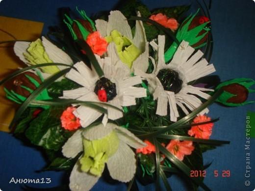 Дорогие мастера и мастерицы!Вот заказали мне сумочку для 11-ти летней девочки))(Ура, у меня появился заказ!)Конфеты заказчица выбрала сама, поэтому я решила,что к ним необходимы фантазийные цветочки)) фото 9