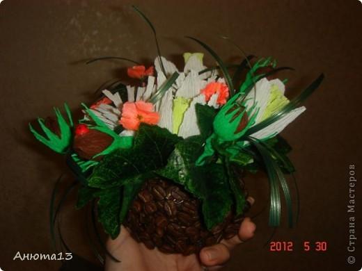 Дорогие мастера и мастерицы!Вот заказали мне сумочку для 11-ти летней девочки))(Ура, у меня появился заказ!)Конфеты заказчица выбрала сама, поэтому я решила,что к ним необходимы фантазийные цветочки)) фото 7