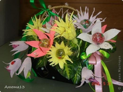 Дорогие мастера и мастерицы!Вот заказали мне сумочку для 11-ти летней девочки))(Ура, у меня появился заказ!)Конфеты заказчица выбрала сама, поэтому я решила,что к ним необходимы фантазийные цветочки)) фото 1