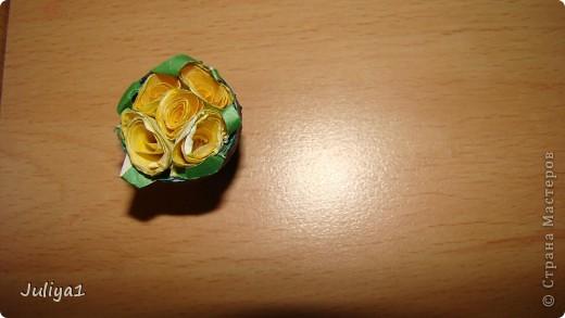 На работу меня вдохновили розочки http://stranamasterov.ru/node/349401 и горшочки http://stranamasterov.ru/node/229364 Спасибо огромное мастерицам! Этот горшочек самый первый.Он просто криво стоит на подставке.Горшочек покрашен гуашью и слоем лака для ногтей. фото 4