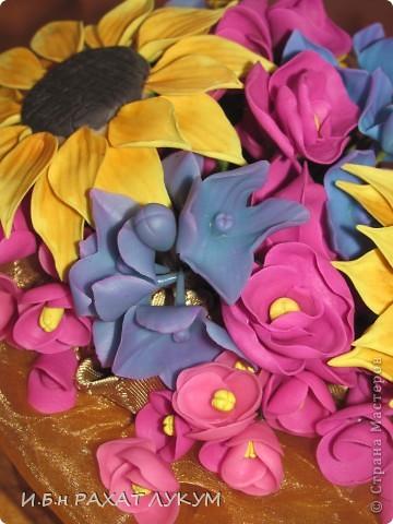 Всех вошедших приветствую! Давно не показывала свои работы, готовилась к выставке, но об этом позже:) Мои первые подсолнухи....не прям фонтан конечно, но мне нравится яркое сочетание цветов:) фото 2