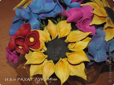 Всех вошедших приветствую! Давно не показывала свои работы, готовилась к выставке, но об этом позже:) Мои первые подсолнухи....не прям фонтан конечно, но мне нравится яркое сочетание цветов:) фото 4