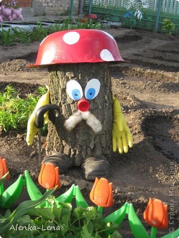 А вот мой дружок Степашка, Любит он морковку нашу. Он из леса за рекой Приходил играть со мной, И понравилосб ему, Он теперь живет в саду. Дружит с дедом старичком, Старичком-боровичком! фото 3