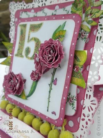 Привет, ещё раз! Эта открытка-стойка на День Рождения дочкиной подружки. Девочка очень яркая, кокетливая, модница, поэтому туфелька на тоненькой шпильке - это то что нужно. фото 3