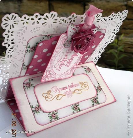 Привет, ещё раз! Эта открытка-стойка на День Рождения дочкиной подружки. Девочка очень яркая, кокетливая, модница, поэтому туфелька на тоненькой шпильке - это то что нужно. фото 5