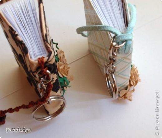 книжки. брелочки. из остатков бумажки материалы: картон, бумага, нитки, кольца для брелочка, шнур, бусины, клей, люверсы, самодельные цветы  (5-ти лепестковый дырокол)  за основу взят МК Астории   .http://asti-n.ya.ru/replies.xml?item_no=550   фото 2