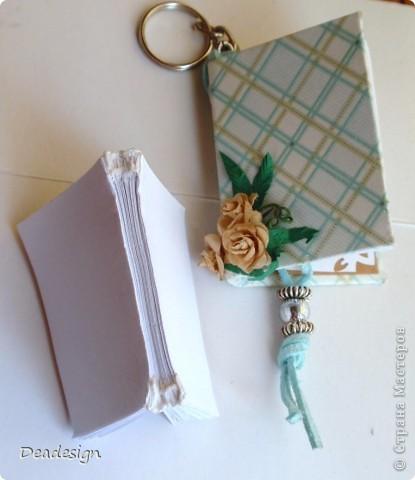 книжки. брелочки. из остатков бумажки материалы: картон, бумага, нитки, кольца для брелочка, шнур, бусины, клей, люверсы, самодельные цветы  (5-ти лепестковый дырокол)  за основу взят МК Астории   .http://asti-n.ya.ru/replies.xml?item_no=550   фото 3